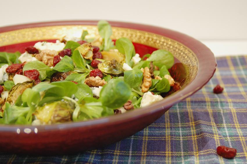 Sałatka z brukselką żurawiną i serem pleśniowym 5