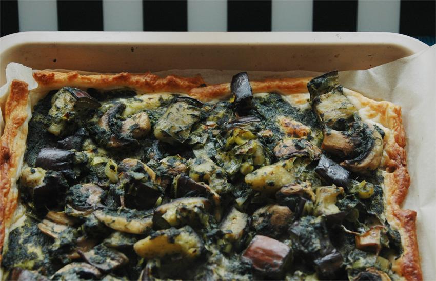 zapiekanka ciasto francuskie szpinakiem bakłażanem i pieczarkami 1