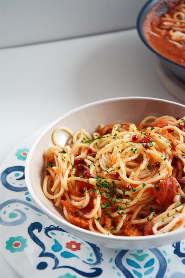 Makaron spaghetti z dynią i sosem pomidorowym 3