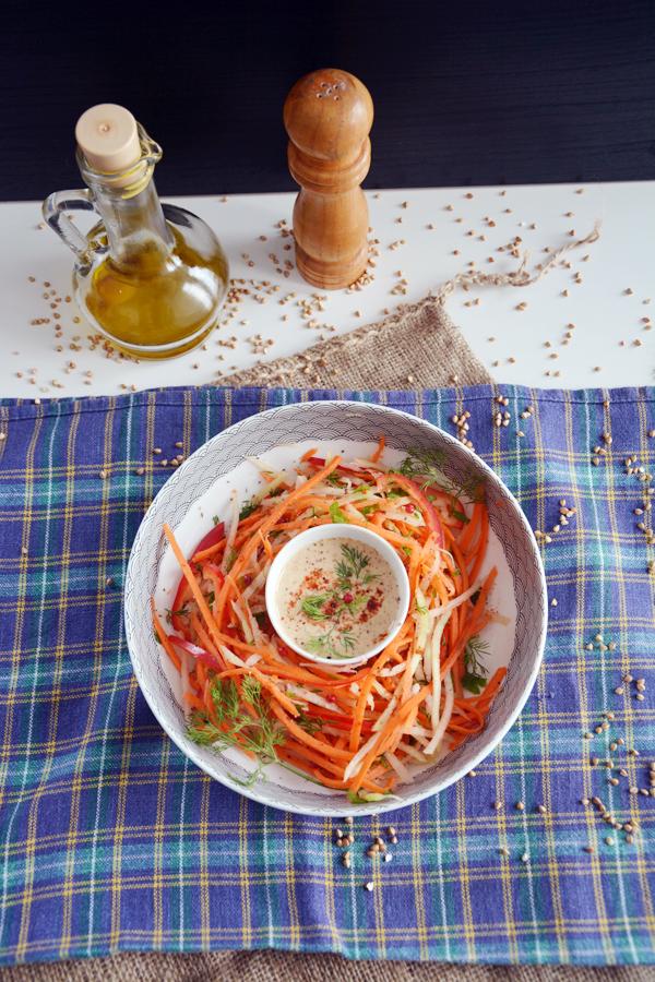 sałatka z marchewki z kalarepą i tahini 3