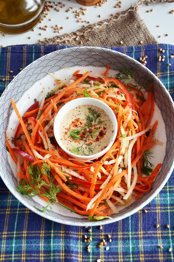 sałatka z marchewki z kalarepą i tahini 4
