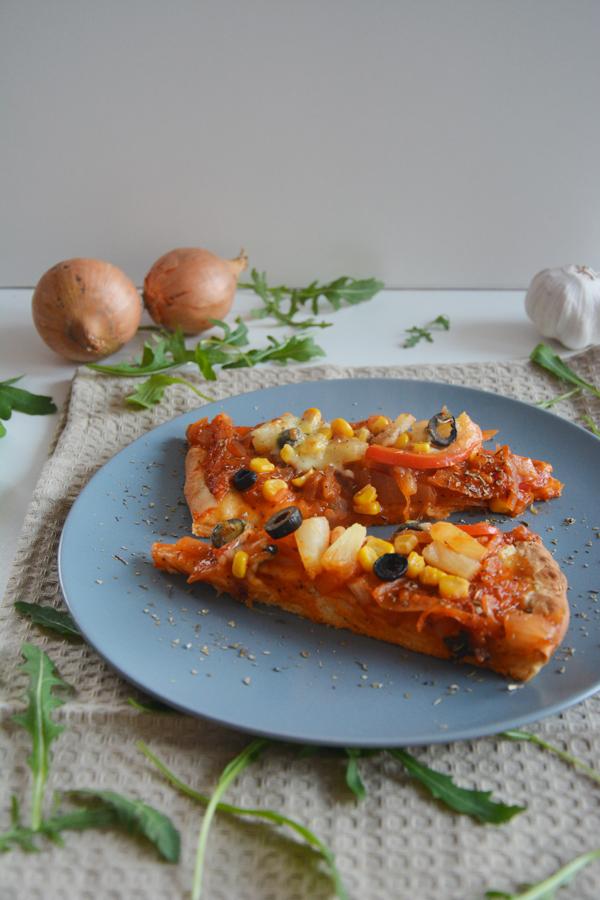 pizza z farszem cebulowym 2
