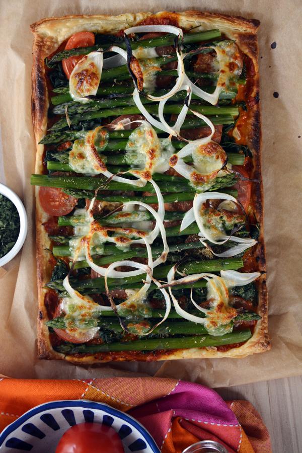 Zapiekanka z ciasta francuskiego ze szparagami i szpinakiem 2